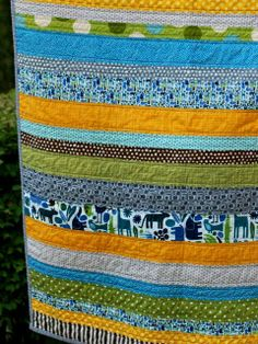 Strip quilt, fast & good way to use left over fabric. Bijou Lovely | 122D jungle quilt.