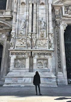 White Embroideries💕 #whitemarble #duomodimilano #milano #stunningdetails