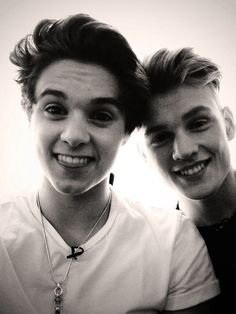 Bradley Simpson and Tristan Evans Brad is soo cute he looks like a baby 's adorable Brad Simpson, Will Simpson, Evan And Connor, Bradley The Vamps, Bae, New Hope Club, 1d And 5sos, T Rex, Handsome Boys