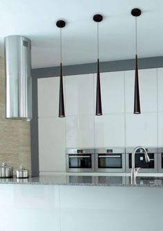 Lampa wisząca SLIM w kształcie sopla będzie doskonale prezentowała się w Twoim salonie. #mlamp #oświetlenie #wisząca #lampa #nowoczesna #wystrój #wnętrz #czarna #zwis #salon