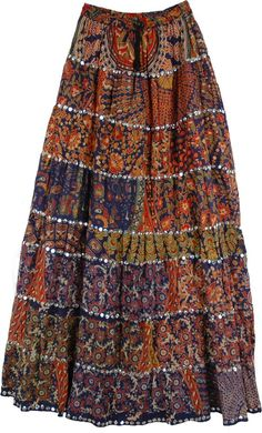 I plan on making a shortened version of a gypsy skirt for my final illustration and skirt design. I would make the length of this skirt above knee length with about four tiers. I plan on using a different fabric for each tier just like in the image. Diy Maxi Skirt, Bohemian Maxi Skirt, Maxi Skirt Outfits, Gypsy Skirt, Boho Skirts, Hippie Skirts, Sequin Skirt, Maxi Skirts, Mode Hippie