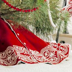 Christmas Tree Skirts. This was super easy and will look great under my Christmas tree this year!! 10 out of 10