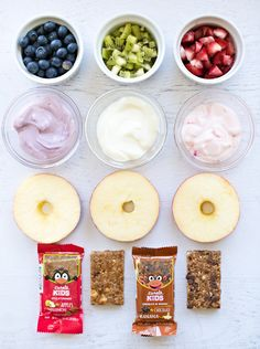 Apple fruit yogurt donuts with snack bar crumble. Healthy Homemade Snacks, Healthy Protein Snacks, Healthy Donuts, Healthy Snacks For Kids, Yummy Snacks, Healthy Drinks, Baby Food Recipes, Snack Recipes, Detox Recipes