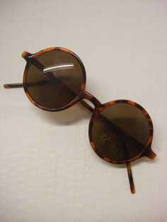 1940s+sunglasses | They measure 14cm across and 4.5cm deep.