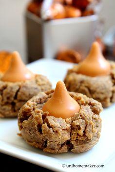 Peanut Butter #Pumpkin Spice Kiss #Cookies | unihomemaker.com | #recipe #baking #peanutbutter
