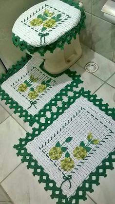 Needs different colors, and I'd lose the flowers and the to Farmhouse Placemats, Crochet Decoration, Candy Colors, Crochet Doilies, Diy Tutorial, Carpet, Blanket, Flowers, Crafts