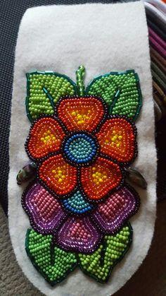 Native Beadwork, Native American Beadwork, Beaded Jewelry Patterns, Beading Patterns, Loom Craft, Beaded Moccasins, Beaded Brooch, Brooch Pin, Beadwork Designs