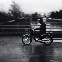 Her şey yolunda // Everything is all right... #motorcycle #gettho #street_photo_club #streetscene #street_photography #streetphoto_bw #streetphotography_bw #bwphotography #bw_photooftheday #bws_streets #bwmasters #bnw_demand #bnwmood #bnw_addicted #bnw_lovers #blackandwhitephotography #monochromephotography #monocromatic #monochrome #noiretblanc #noirlovers #noirblanc #izmirdeyasam #turkeystagram #turkinstagram #turkobjektif #turkeyphotooftheday