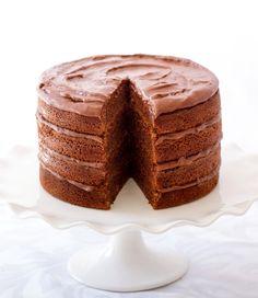 Donna Hay's chocolate buttermilk layer cake by sally monroe.. Torta con capas de chocolate