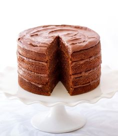Donna Hay's chocolate buttermilk layer cake by sally monroe.. Torta con capas de chocolate