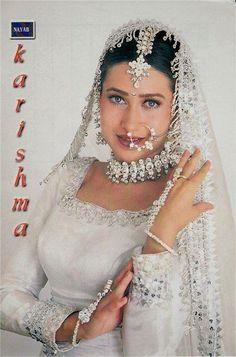 Karishma kapoor Top Celebrities, Indian Celebrities, Celebs, Actress Anushka, Bollywood Actress, Bridal Makeup Images, Bollywood Pictures, Karisma Kapoor, Vintage Bollywood