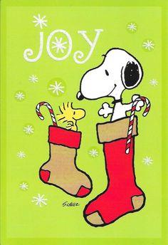 Woodstock and Snoopy from Peanuts exhibit Christmas joy Peanuts Christmas, Charlie Brown Christmas, Christmas Art, All Things Christmas, Vintage Christmas, Christmas Stockings, Snoopy Feliz, Snoopy Und Woodstock, Peanuts Cartoon