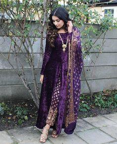 Best 12 Bollywood Designer Indian pakistani long velvet kameez brocade pant shawl size L Indian Attire, Indian Wear, Ladies Suits Indian, Pakistani Outfits, Indian Outfits, Velvet Dress Designs, Velvet Suit Design, Look Short, Desi Clothes
