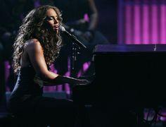 Alicia Keys and her piano... magic