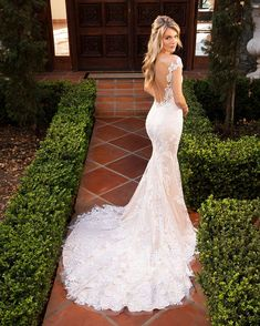Style 2382 Karlee Silver Blush/Nude/Ivory Style 2382 Karlee by Casablanca Bridal is flirtatiously feminine and breathtakingly bohemian all at once! Illusion Neckline Wedding Dress, Wedding Dress Low Back, How To Dress For A Wedding, Wedding Dress Necklines, Weeding Dress, Fit And Flare Wedding Dress, Long Wedding Dresses, Bridal Dresses, Form Fitting Wedding Dress
