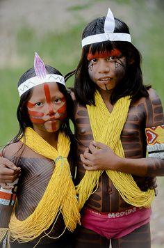 BRAZIL Kayapó-Gorotire girls, Rio Xingu Valley, Las Casas Village. Photo by Serge Guiraud