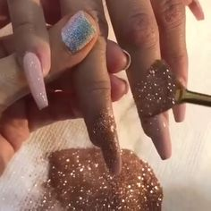 ⏩Credit: The last 2 days have literally been the worst days eve. Gold Glitter Nails, Glitter Dust, Sparkle Nails, Glitter Gifts, Powder Nail Polish, Powder Nails, Gold Dipped, Dipped Nails, Outfit Trends