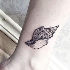45 Beautiful Seashell Tattoos You'll Love Conch Shell Tattoo by Sandra Cunha Conch Shell Tattoos, Seashell Tattoos, Mermaid Tattoos, Trendy Tattoos, Tattoos For Guys, Tattoos For Women, Small Tattoos, Cool Tattoos, Tatoos