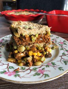 DDD - Vegan Shepherd's Pie with Mashed Cauliflower Vegetarian Main Meals, Vegan Vegetarian, Vegan Milk, Vegan Butter, Vegan Foods, Vegan Recipes, Vegan Shepherds Pie, Cauliflower Potatoes, Plant Based Diet