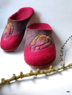 0df1e1c3f5ffa 7 Best Naked Sheep slippers. images in 2016 | Felt slippers, Felted ...