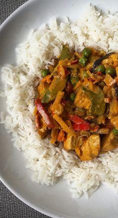 Kuchnia raz! : Żółte curry z kurczakiem i warzywami oraz ryżem basmati