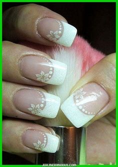 The French manicure is very popular for the wedding nails - Nail Art Model French Nails, French Manicure Nails, Gel Nails, Acrylic Nails, White Manicure, Bridal Nails, Wedding Nails, Nail Art Simple, Flower Nails
