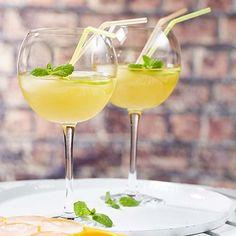 Appelmocktail met gembersiroop | Colruyt Non Alcoholic Cocktails, Cocktail Drinks, Fun Drinks, Yummy Drinks, Healthy Drinks, Healthy Recipes, Healthy Food, Lemonade Bar, Juicy Juice
