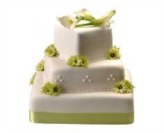 Svatební dort 33 Třípatrový svatební dort, o rozměrech 15 x 15 cm, 25 x 25 cm a 35 x 35 cm, obalen fondánem, dozdoben královskou glazurou, saténovou stuhou, kombinací chryzantém a kal Cake, Food, Pie Cake, Pie, Cakes, Essen, Yemek, Meals, Cookie