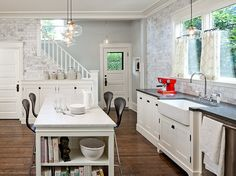 Turn of the Century Modern kitchen - Jessica Helgerson Interior Design - like the island-as-a-table feature