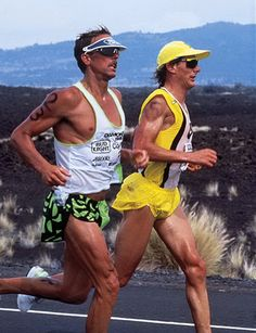 The Iron War, one of the greatest ever racing duals: Mark Allen versus Dave Scott at the 1989 Hawaii Ironman. Ironman Triathlon Motivation, Triathlon Gear, Triathlon Training, Training Tips, Triathalon, The Great Race, Oldschool, Swim Caps, Bike Run