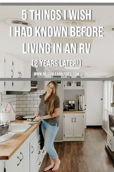 With the Full Time RV life trend on the rise, people are always asking me what I wish I had known before moving into an RV, so today I'm excited to be sharing 5 things I wish I had known before living Camper Life, Rv Life, Tiny Camper, Rv Campers, Camper Trailers, Travel Trailer Living, Rv Travel, Travel Trailers, Small Rv