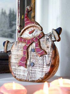 Les figurines de Noël en bois que vous trouverez dans notre galerie sont parfaites pour la décoration pour Noël de votre domicile. Originales et élégantes
