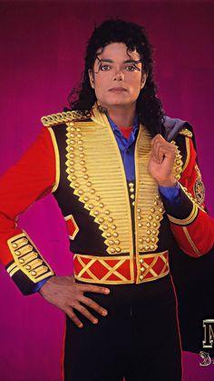 """Cristiano Ronaldo vs Micheal Jackson "" an epic battle of fame Michael Jackson Art, Janet Jackson, Jackson Bad, Michael Art, Mj Bad, King Of Music, My King, Perfect Man, Cristiano Ronaldo"
