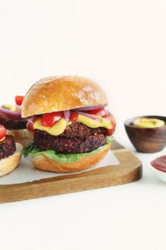 Black Bean Beet Burgers HEALTHY, simple Black Bean Beet Burgers with Quinoa and Walnuts! Wholesome, hearty and super flavorfulHEALTHY, simple Black Bean Beet Burgers with Quinoa and Walnuts! Wholesome, hearty and super flavorful Vegan Vegetarian, Vegetarian Recipes, Healthy Recipes, Tofu Recipes, Beetroot Burgers, Quinoa Burgers, Baker Recipes, Cooking Recipes, Vegetarian