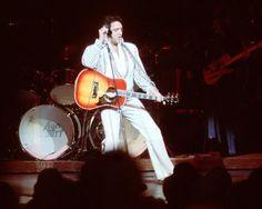 1975 12 02  Elvis performed at the Showroom at the Las Vegas Hilton, Las Vegas.