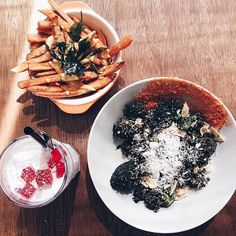 We've been cooking up storms after storms because you best customers deserve them great! On the table we have our crazy sides of Salted Egg Sweet Potato Fries and Aburi Broccoli Salad and the very sexy Coconut Slushie to wash them food down. Come get high with us! Blk 4 Jalan Bukit Ho Swee 01-164 S162004. Make reservations now on @chopesg or reach us at 63773170! : @imdotkai #sinleefoods #cafe #cafehopping #cafehoppingsg #cafesg #food #foodsg #yummy #delicious #champ #foodgasm #seafood #crab…