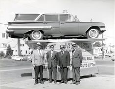 Autolift guys… with 1960 Impala wagon Used Car Lots, Used Cars, Chevrolet Impala, Chevy, Lifted Cars, Retro Advertising, Press Photo, Station Wagon, General Motors