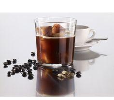 Lekue - Foremka do lodu ICE CUBE Foremka do lodu Ice Cube marki Lekue pozwala na uzyskanie kostek w kształcie sześcianów. W każdej kostce przed zamrożeniem można umieścić wiele różnych dodatków: drobne owoce, listki mięty, skórki cytrusów czy ziarenka kawy. Dodatki można zalewać nie tylko wodą, ale również sokiem lub kawą. kawa