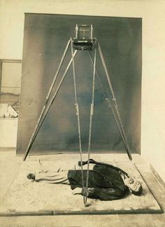 Acid, Passion, and Dried Blood: Photos from Murder Scenes in Turn-of-the-Century Paris Culture Of France, Scene Photo, Memento Mori, Mug Shots, Macabre, Historical Photos, How To Draw Hands, Murder Scenes, Pictures
