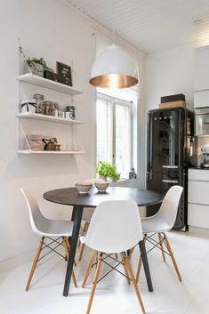 decoração clean com mesa de jantar redonda e preta #mesa #cozinhaplanejada #decoração