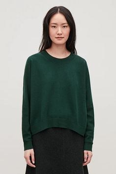 Model side image of Cos relaxed cashmere jumper in green Cashmere Jumper, Holiday Dresses, Trousers Women, Work Wear, Knitwear, Model, How To Wear, Clothes, Green
