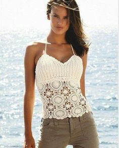 crochet bra and summer top for dresses, crochet patterns Débardeurs Au Crochet, Cardigan Au Crochet, Crochet Bolero, Mode Crochet, Crochet Shirt, Crochet Woman, Crochet Crafts, Crochet Bikini, Diy Crafts