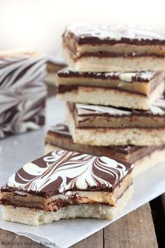 Ingredients: Shortbread layer 2 1/4 cups (270 grams) all purpose flour 1/3 cup (70 grams) sugar 3/4 cup (170grams) unsalted butter, diced 1/2 tsp vanilla extract Caramel layer 1 can (14 oz) sweetened condensed milk 7 tbsp (100 grams) unsalted butter, diced 1/2 cup (100 grams) light brown sugar Chocolate ganche 1 cup (160…