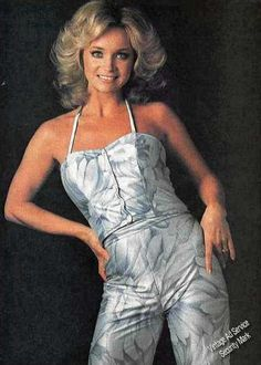 You may on first look think Barbara Mandrell's too small to wear a splashy jumpsuit like this one. But small as Barbara is she wears it stylishly yet comfortably! Country Female Singers, Country Music Artists, Country Music Stars, Great Women, Beautiful Women, Hot Country Girls, Country Style, Sexy Older Women, Petite Women