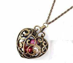 Collar de corazon. Visitanos www.misaga.com.ve