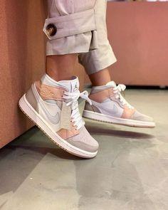 Cute Nike Shoes, Nike Shoes For Sale, Nike Air Shoes, Shoes Sneakers, Air Jordan Sneakers, Nike Socks, Jordans Sneakers, Women's Shoes, Jordan Shoes Girls