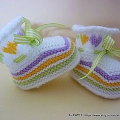 Knitted baby booties/slippers/shoes in white with an от AnaSwet Crochet Bolero Pattern, Baby Booties Knitting Pattern, Crochet Baby Boots, Knit Baby Dress, Baby Shoes Pattern, Knit Baby Booties, Knitted Baby Clothes, Booties Crochet, Baby Knitting Patterns