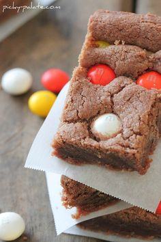 Chocolate Shortbread Bars with white chocolate candy corn M Chocolate Shortbread Cookies, Shortbread Bars, Homemade Desserts, Easy Desserts, Cookie Recipes, Dessert Recipes, Bar Recipes, Apple Recipes, Cookie Bars