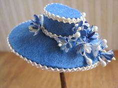 12th Scale Dollhouse Miniature Ladies Hat and Handbag Set in Blue and Cream Felt