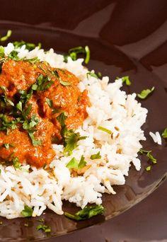 Hähnchen 'Korma' aus Indien - Curry - Für Hähnchen 'Korma' (4 Personen) brauchen Sie: 1 Hühnchen mittlerer Größe 2 große Zwiebeln, 2 Knoblauchzehen 1 kleine Ingwerwurzel 500g Tomaten 2 getrocknete, rote Chilischoten 6 Gewürznelken...